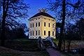 Schloss Luisium zur blauen Stunde.jpg