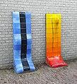 Sculptuur met blauw en oranje, Jan Snoeck, Thomas van Aquinostraat, Nijmegen.jpg