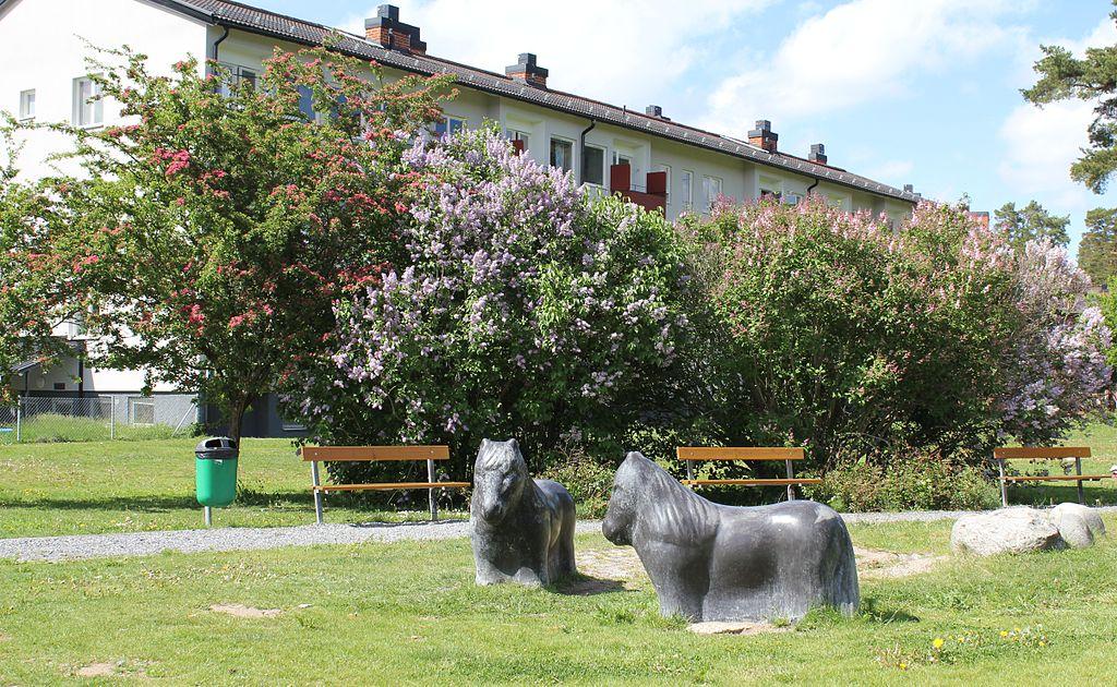 Segersjöparken, juni 2011.JPG