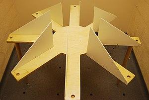 English: Photograph of a simple eight-arm radi...