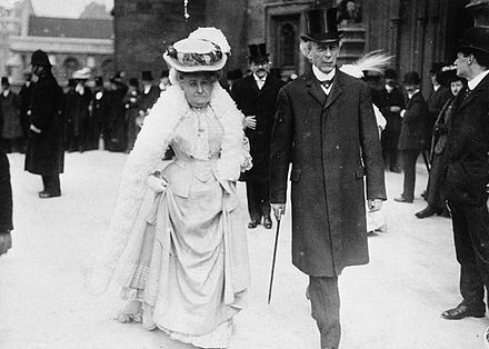 Sir Wilfrid Laurier with Zoe, Lady Laurier in 1907 SirAndLadyLaurier.jpg