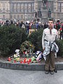 Skaut u pamětních desek Jana Palacha a Jana Zajíce na Václavském náměstí v Praze dne 2011-11-17.jpg