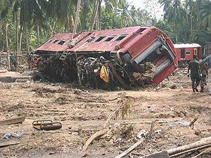 2004 Sri Lanka tsunami train wreck - Image: Sri lanka train 04jan 2004