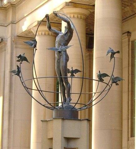 Monument to Multiculturalism outside of Union Station By Robert Taylor from Stirling, Canada (Union2) [CC-BY-2.0 (https://creativecommons.org/licenses/by/2.0)], via Wikimedia Commons