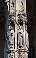 Statues des saints Céran (à gauche) et Landry (à droite), évêques de Paris, à Saint-Germain-lAuxerrois.jpg