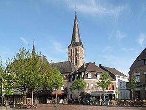 Straelen - Image: Straelen, kerk vanaf centraal plein foto 1 2010 05 05 18.10