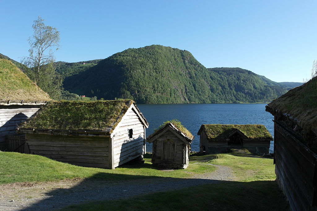 File:Sunnfjord Museum i solskin.JPG - Wikimedia Commons