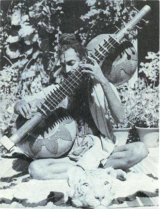 Rudra veena - Veena Maharaj Dattatreya Rama Rao Parvatikar(1916-1990) playing Rudra Veena
