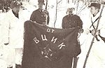 Talvisota Finnish soldiers with banner.jpg