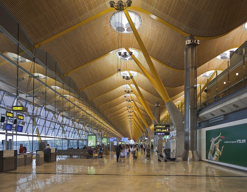 Terminal 4 del aeropuerto de Madrid-Barajas, España, 2013-01-09, DD 17
