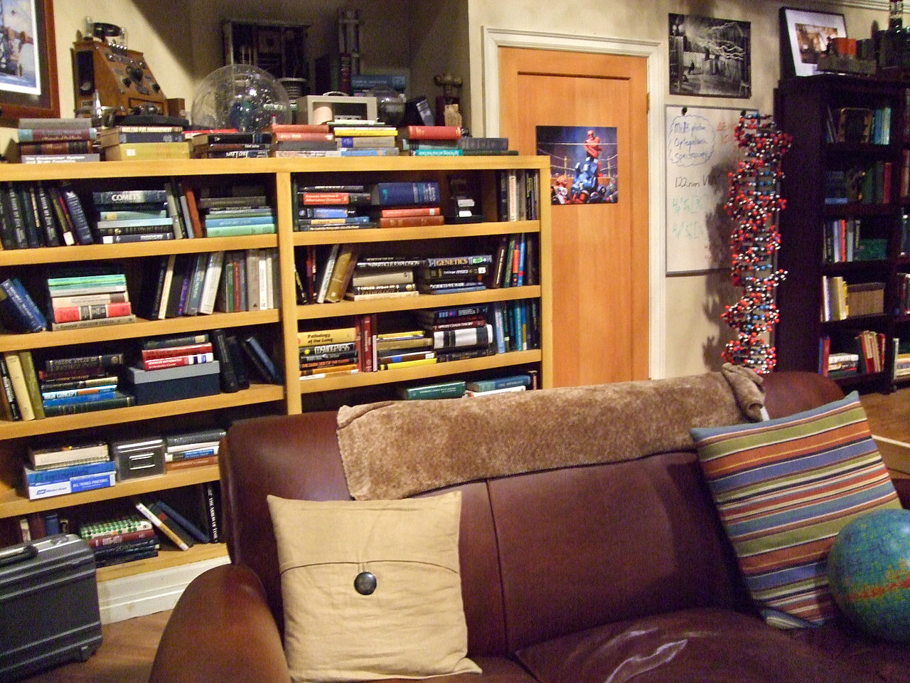 File the big bang theory apartment 4a 6163445581 jpg for Decoracion piso big bang theory