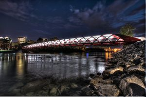 卡尔加里: The Peace Bridge in Calgary an HDR photo
