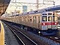 Tokyu Series 8500 8628F in Hikifune Station.jpg