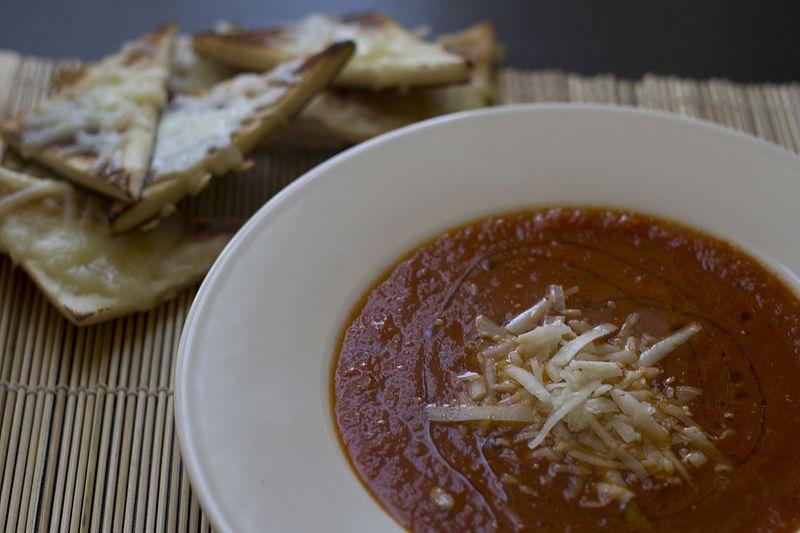 File:Tomato soup (12840946455).jpg
