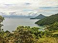 Trilha em Araçatiba, com Angra dos Reis ao fundo.jpg
