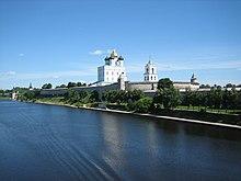 Troizkiy cathedral (Pskov).jpg