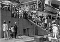Tropenmuseum Royal Tropical Institute Objectnumber 60005762 De aankomst per schip van Javaanse im.jpg