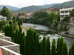 White Osum river running through the town