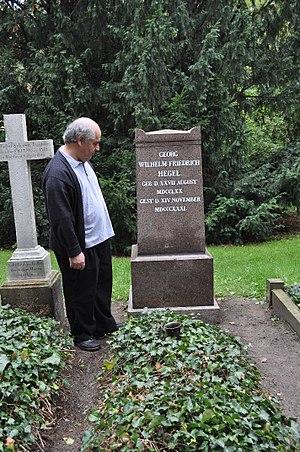 Carlos Pérez Soto -  Pérez Soto by Hegel's tomb in Berlin