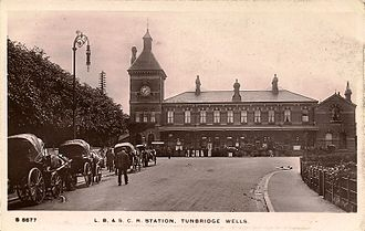 Tunbridge Wells West railway station - The Station Approach in the early 1900s. A Yablochkov candle can be seen on the left of the picture.