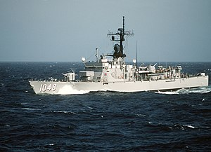 USS Sample (FF-1048) underway at sea on 1 July 1986 (6421927)