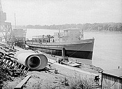 US Army tugboat under construction at Marietta Manufacturing Co 1943.jpg