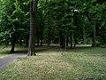 Uhříněves, Husovo náměstí, park (02).jpg