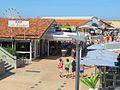 Une vue du centre commerçant de Seignosse Océan.jpg