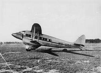 De Havilland Express - De Havilland VH-USE crashed at Brisbane on 20 February 1942.