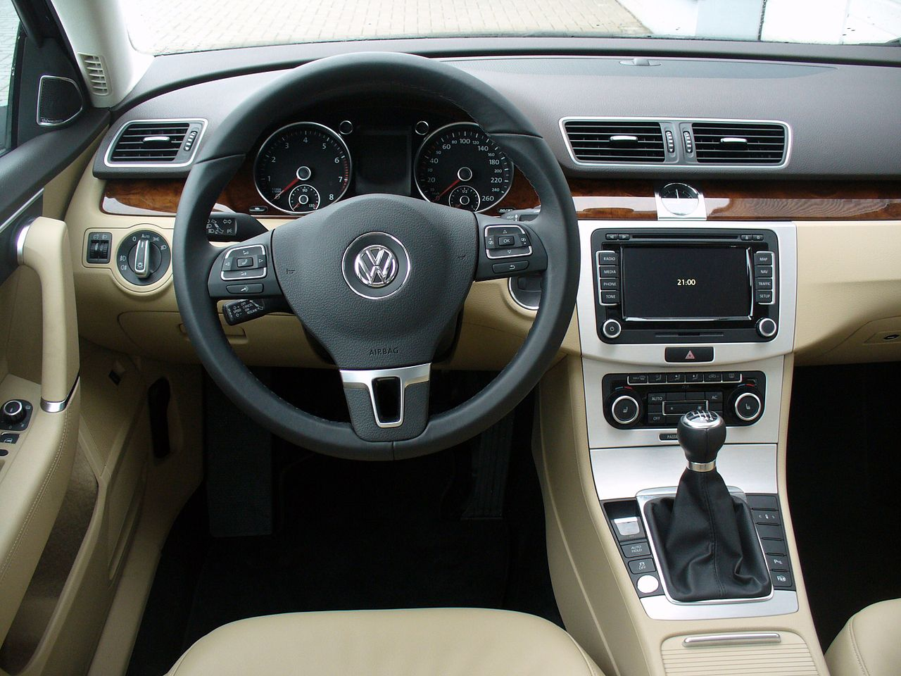 File vw passat variant b7 1 8 tsi comfortline nightblue for Interieur wikipedia