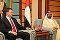 Valdis Dombrovskis tiekas ar AAE premjeru Mohamedu bin Rašidu Almaktūmu (6972158643).jpg
