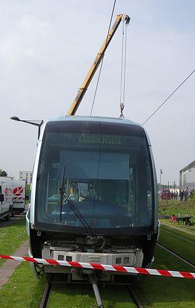 Valenciennes & Anzin - Déraillement de la rame de tramway n° 17 à la sortie du dépôt de Saint-Waast le 11 avril 2014 (018).JPG