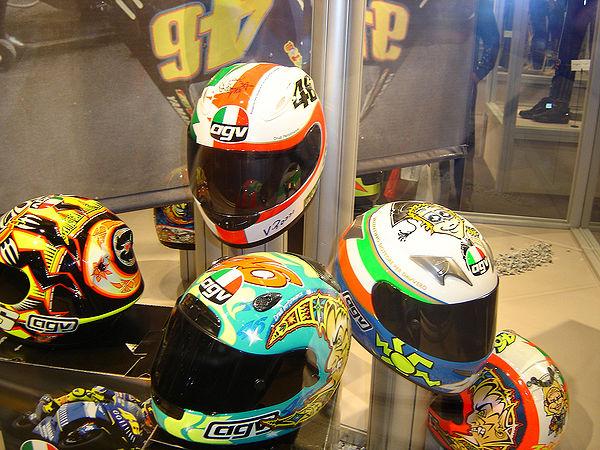 モトGPレーサーバレンティーノロッシが着用するオートバイヘルメットのコレクション