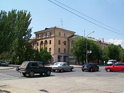 Volzhskiy - Lenin avenue in the old part of town.jpeg