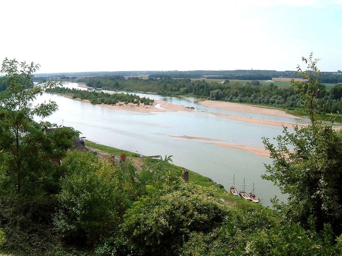 Vue sur la Loire aux environs de Chaumont-sur-Loire.