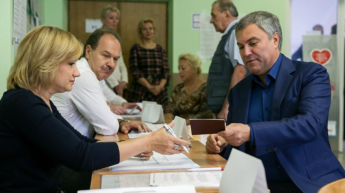 Vyacheslav Volodin vote in the Moscow mayoral election (2018-09-09).jpg
