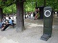 Weighing scale, Jardin du Luxembourg, Paris 2 April 2017.jpg
