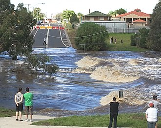 Early 2011 Victorian floods - Image: Werribee River in flood over cottrell street in Werribee