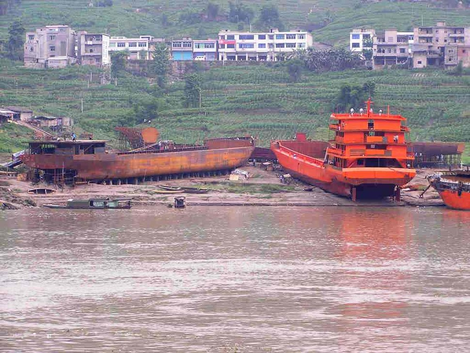 Yangzi river ship yard on river bank