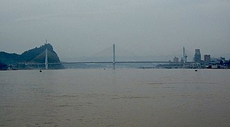 Yiling Yangtze River Bridge - Image: Yiling Three Tower Bridge Clip Adj