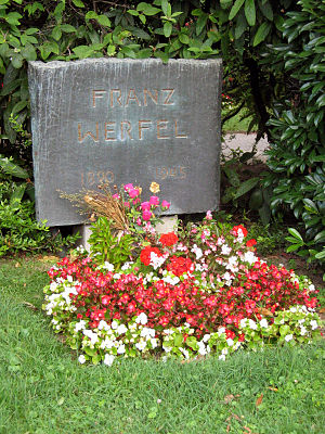1945 in poetry - Grave of Franz Werfel