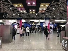 Zhujiang New Town Station Concourse 2017 12.jpg