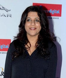 Zoya Akhtar gracing 'Filmfare Glamour & Style Awards 2016' (cropped).jpg