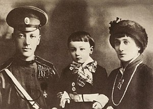 Nikolay Gumilyov - Nikolay Gumilyov, Anna Akhmatova and their son Lev Gumilev, 1913