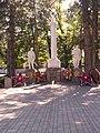 Братская могила 18 воинов, погибших в годы гражданской и Великой Отечественной войн (7).jpg
