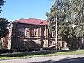 Будинок жіночої гімназії (з боку).jpg
