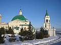 Вход в Свято-Троицкий мужской монастырь (Чебоксары).jpg