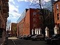Кондитерская фабрика Большевик в Москве. Сохранившаяся часть ограды со стороны бокового фасада.jpg