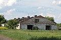 Одна з будівель колишнього радгоспу у с. Козаровичі.JPG