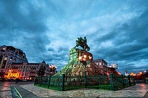 Пам'ятник Богданові Хмельницькому площа.jpg